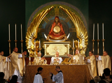 ICONIC MONSTRANCE UNVEILED AT CHICAGO CHURCH