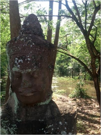 stupa head 1