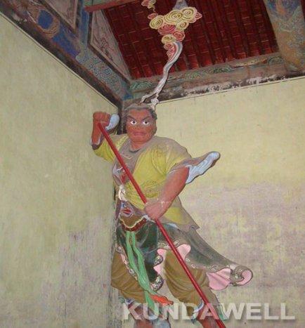 Kinnara King statue