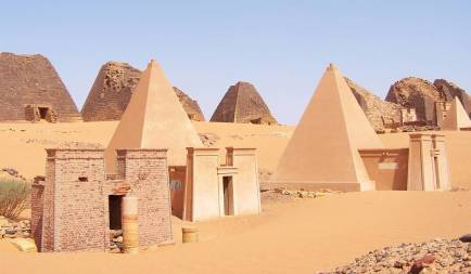 Sudan_Meroe_Pyramids_30sep2005_2