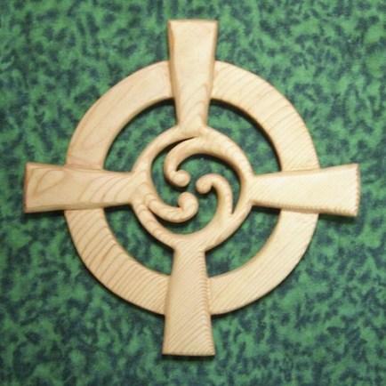celtic_wheel_cross_variation_-triskelion-moon-sun-eternal_connections_fb404529