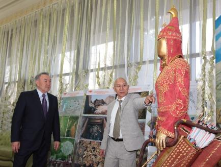 Kyrm Altynbekov shows President Nursultan Nazarbayev his family's reconstruction of the garb of a Saka warrior