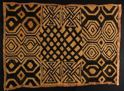 Tessuto Kuba Shoowa people, D.R. Congo, Early 20th Century, Raffia palm fiber, stem stitch and cut-pile embroidery, FAR, Museo Studio del Tessuto, Como