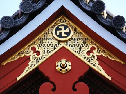 japan-temple-swastika